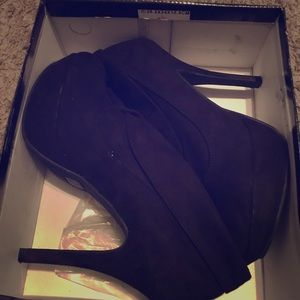 Black sleek heel